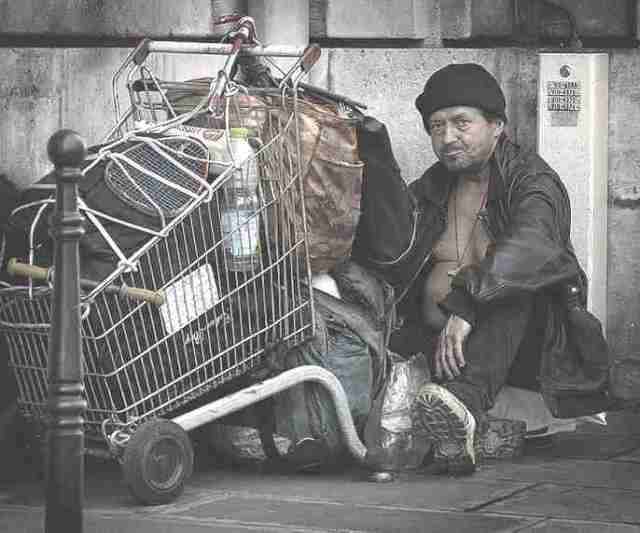 poverty_homeless_french_man_shopping_trolley