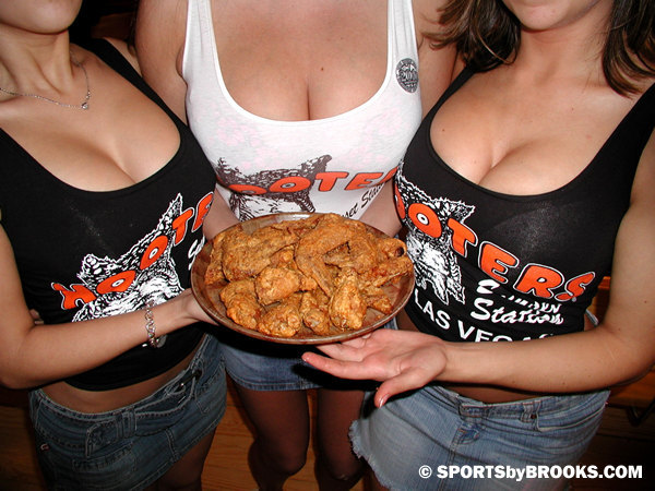 hooters-girls-1