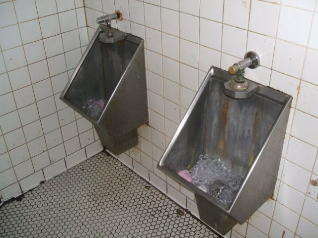 restroomm-dirty-urinals
